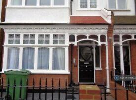 1 bedroom flat in Wyatt Park Road, London, SW2 (1 bed) (#1148832)
