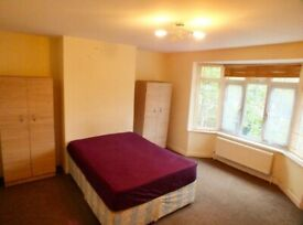 *SPACIOUS DOUBLE ROOM £150 PW / PALMERS GREEN STATION