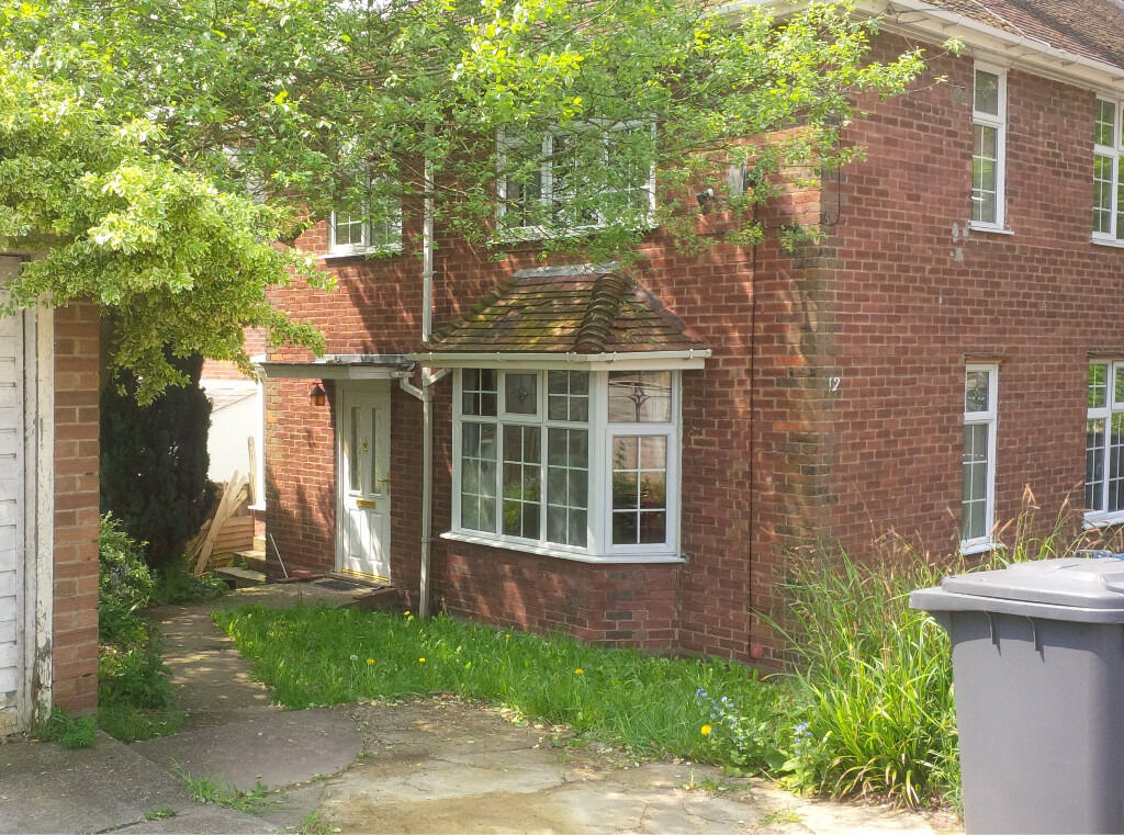 4 bedroom house to rent  1300 pcm  near High Wycombe railway station