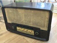 VINTAGE ANTIQUE 1950s RADIO, ECKO U199 BAKELITE PLASTIC CASE, COMPLETE