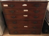Georgian chest of drawers with 6 drawers.