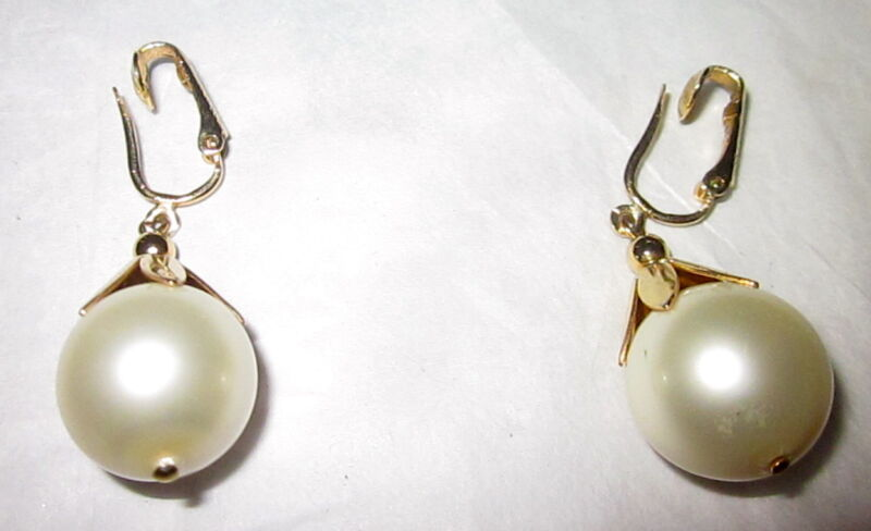1960s Vintage Signed Sarah Coventry Gold Tone Faux Large Pearl Clip On Earrings