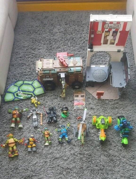 Ninja turtle bundle Excellent condition