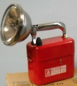 Big Beam 266 Hand Lamp with 20 Gauge Steel Construction and Vertically Adjusting