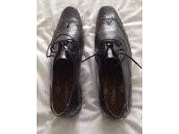 Base black leather shoes