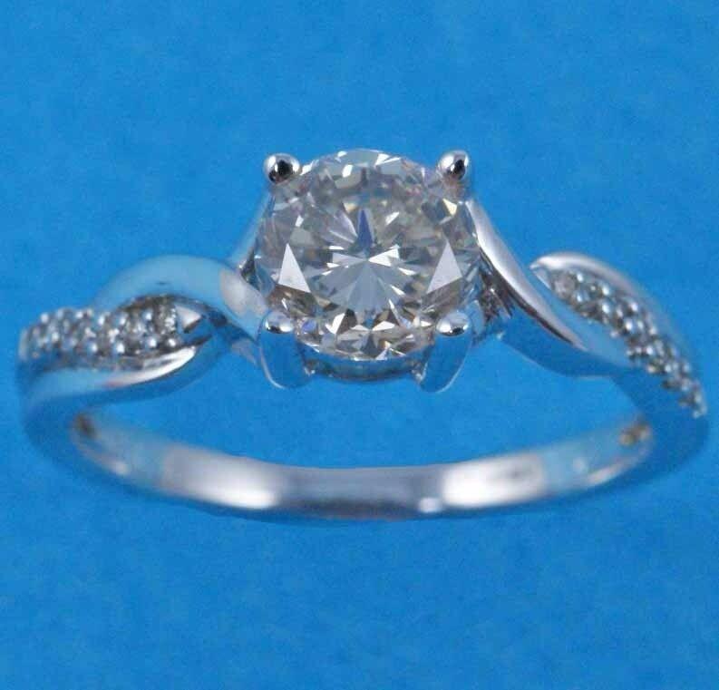 9093083 - 18ct White Gold & Diamond Ring