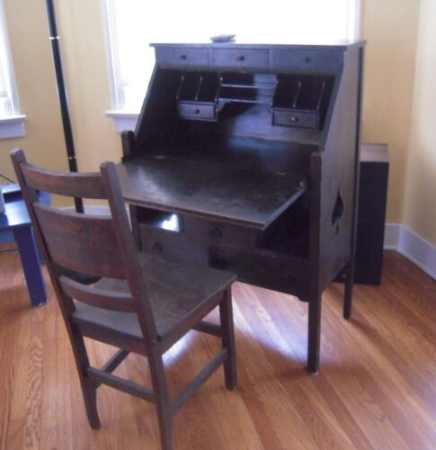vintage desk 100 years old nice Oak with Chair spade museum piece