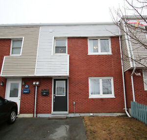 Immaculate 3 bedroom townhouse 20 Montague St $197,500 MLS®