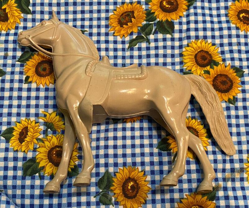 9/21 Vintage Hartland Plastic Western Tan Horse With Molded Saddle
