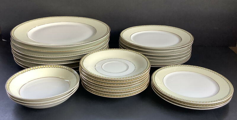 H & C Selb Bavaria Heinrich & Company Dishes 27 Pieces