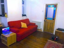 Amazing Newly Refurbished 2 Bed Flat in Canning Town, Only 10 Min from Liverpool St