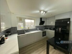 2 bedroom flat in Blanch Close, London, SE15 (2 bed) (#1057812)