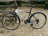 """Saracen venturer 1 mens hybrid bike 19"""" frame 700c wheels"""