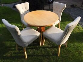 Round or Extending Oval Dining Table wih 4 Upholstered Chairs