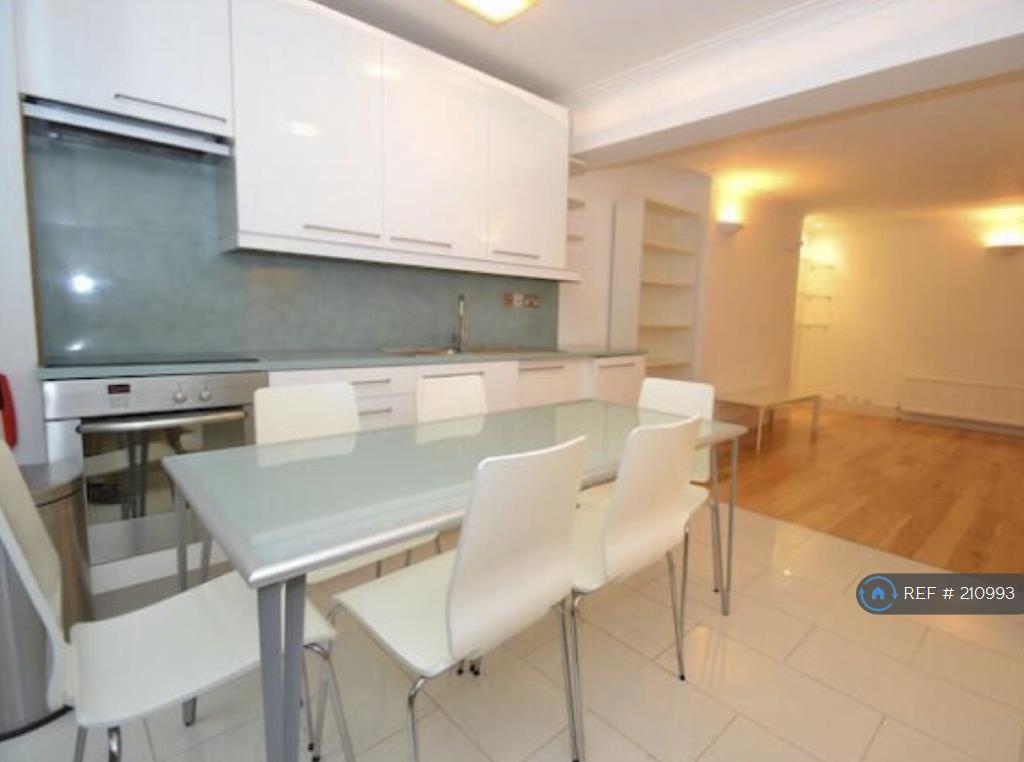 2 bedroom flat in Royal Crescent, London, W11 (2 bed)