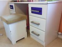 White solid dressing table, stool and matching side tables (with drawers) x2