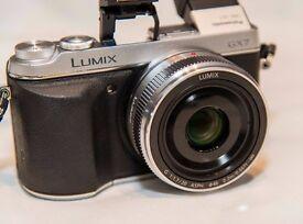 Panasonic LUMIX DMC-GX7 16.0MP Silver Digital Camera with Prime 20mm F1.7 Lens