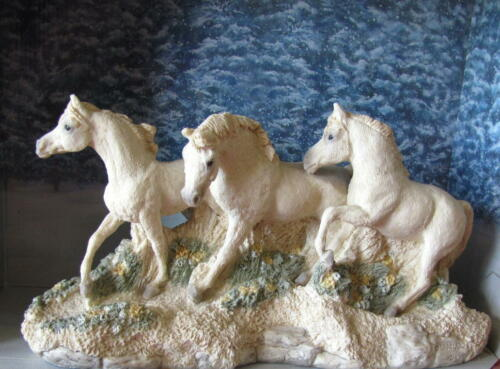 UNITED DESIGNS STONE CRITTER COLLECTION  SPRING HORSES CC-270 1991 RETIRED