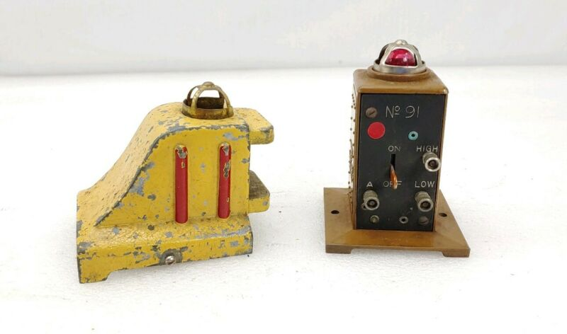 Lionel Trains Prewar # 25 Standard Scale Lighted Bumper & # 91 Circuit Breaker