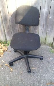 Black swivel computer chair.. Free delivery in Kingston