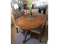 Stunning Solid Oak Extendable Dining Table and. 4 chairs