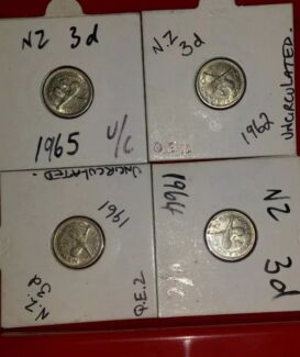 UNCIRCULATED N.Z.  THREE PENCE COINS x4