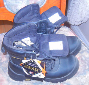 New Gore-Tex women's size 5 safety boots $20.00