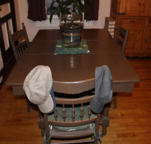 Large wood dining kitchen table set and 4 chairs salon chaises