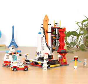 Space Shuttle and Launch Pad play set - 679pcs