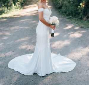 Size 8, 2018 Pronovias Wedding Gown