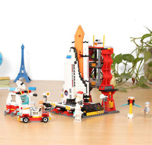 679 pcs - Space Shuttle and Launch Pad - Lego Compatible
