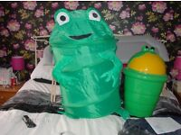 2 FROG STORAGE CONTAINERS FOR CHILDREN