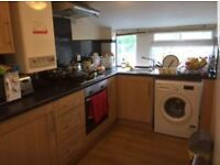 Meanwood 100m metres from Waitrose modern top Floor 1 bed apartment with gas ch 4th of April