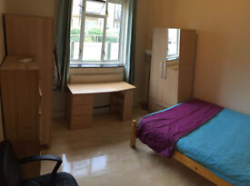 Double room is available now in flat, opposite to Roehamoton Uni, 10-15min walk to Barnes Tran
