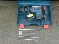 BOSCH GSH7VC 8KG SDS-MAX PROFESSIONAL DEMOLITION HAMMER/BREAKER 110v (c/w x4 New Chisels To Fit)