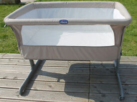 Chicco Next2Me bedside (side-sleeping) crib in Dove Grey with sheets Excellent Condition!!