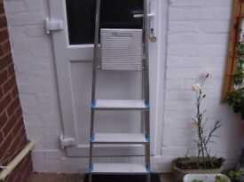 BELDRAY FOUR TREAD STEPLADDER.