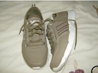 Mens lightweight trainers size 10