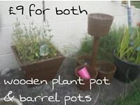 Set of 2 different wood pots