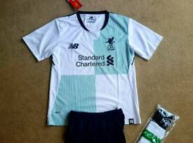 2018 LIVERPOOL football kit 7-10 years nike tshirt shorts