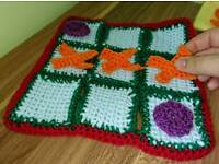 Crochet noughts and crosses