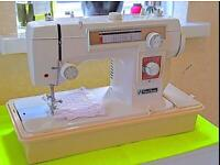 Immaculate LEATHER DENIM JANOME NEW HOME 551 SEWING MACHINE HEAVY DUTY STRETCH
