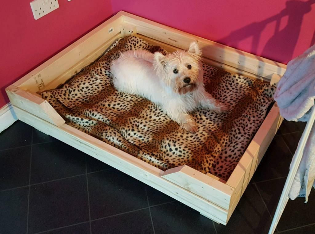 Pine extra sturdy dog bed