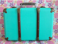 TURQUOISE VINTAGE STYLE SUITCASE STORAGE WEDDING DÉCOR BEDROOM SASS AND BELLE BLUE