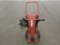 HILTI TE3000-AVR 30KG HEAVY BREAKER/HAMMER ON TROLLEY 110v (c/w x3 New Chisels To Fit)