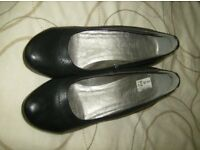 Ladies wedge shoes size 4