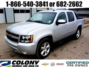 2011 Chevrolet Avalanche LT Leather, Sunroof, Rear Park Assist!