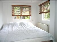 Fantastic 1 Double Bedroom Studio flat in Raynes Park With Bills Included !!!!!!