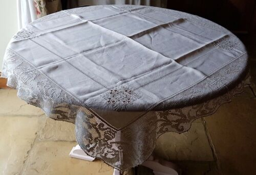 """VINTAGE LINEN TABLECLOTH - EMBROIDERED LACE HERALDRY DOGS & KNIGHTS 45"""""""