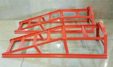 RED 2 TON STEAL CAR RAMP
